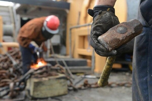 کارگران زیر بار بیمه نشدن نروند/ نحوه شکایت از کارفرمای متخلف